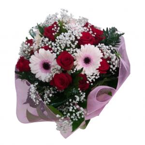 Ramo de rosas con gerberas dulce armonía