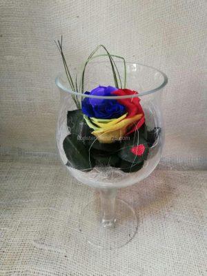 Rosa Eterna multicolor en copa de cristal ancha