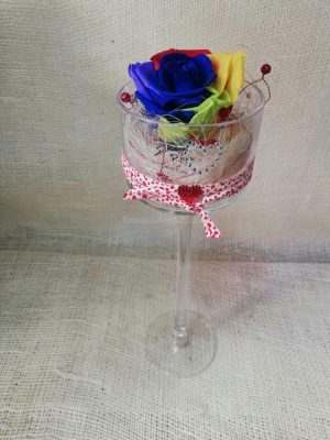 Rosa Eterna multicolor en copa de cristal alta