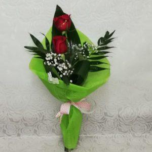 Arreglo de dos rosas