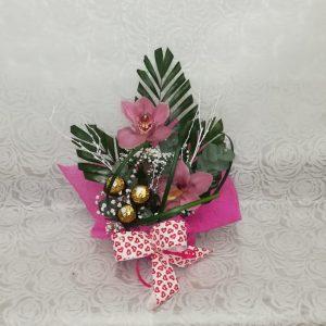 Arreglo dos orquídeas rosas con bombones