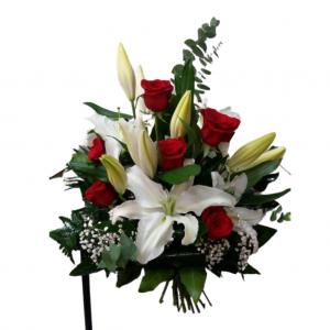 Ramo de 6 rosas con orientales casablanca
