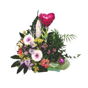 Caja con plantas y flores naturales